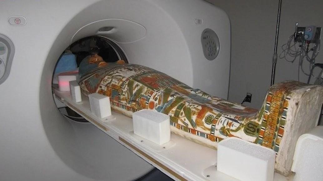 sbendaggio virtuale tramite tac, mummia