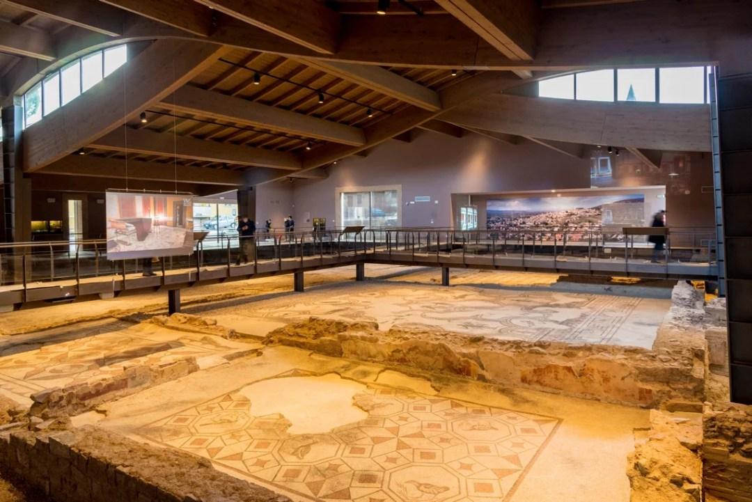 Villa dei Mosaici Spello, interno con panorama