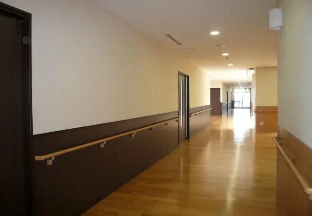 越谷市医療介護施設リフォームの廊下