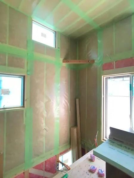 品川区で注文住宅を建てる工務店の気密シート施工1