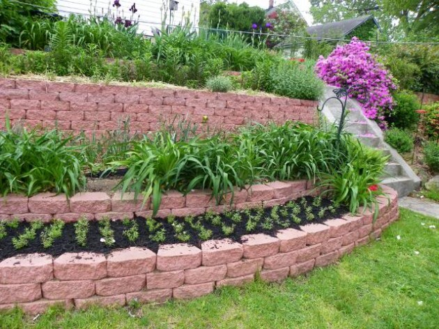 25 Wonderful Examples of Terraced Front Yard Gardens on Terraced Front Yard Ideas id=22574
