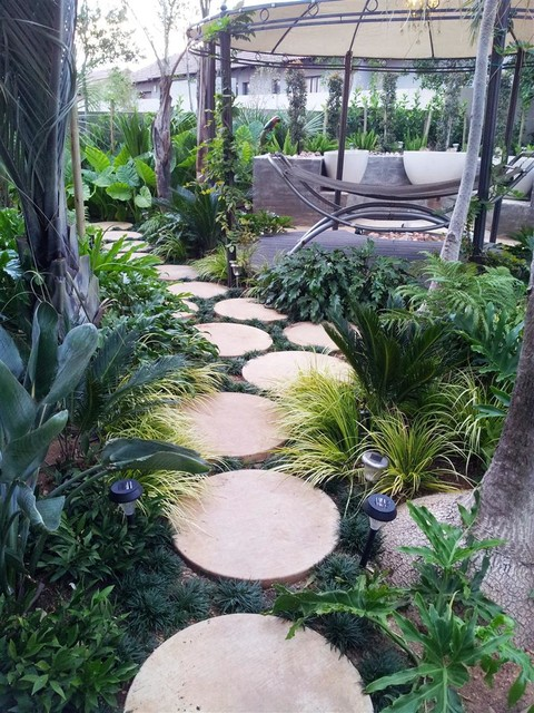 17 Creative Round Stepping Stone Designs For Your ... on Stepping Stone Patio Ideas  id=20945