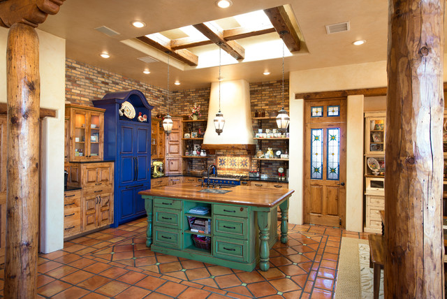 17 warm southwestern style kitchen interiors you re going on beautiful kitchen pictures ideas houzz id=92074