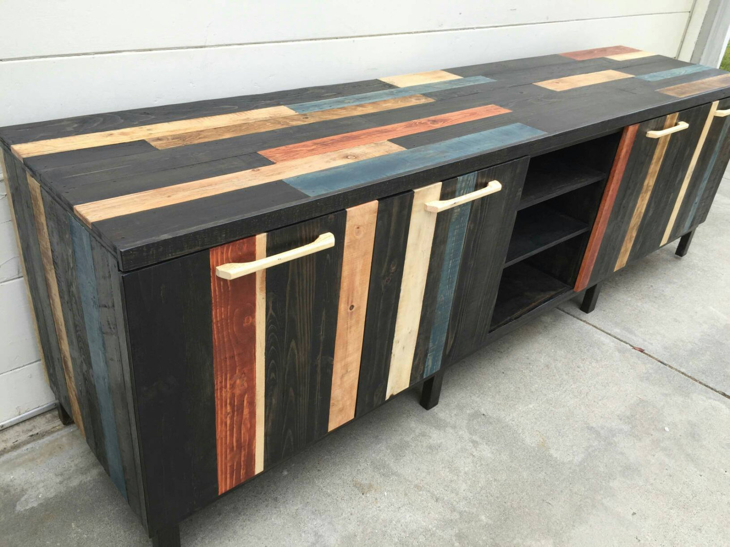 18 Remarkable Furniture Designs Made From Recycled Pallet Wood on Pallet Design  id=25203