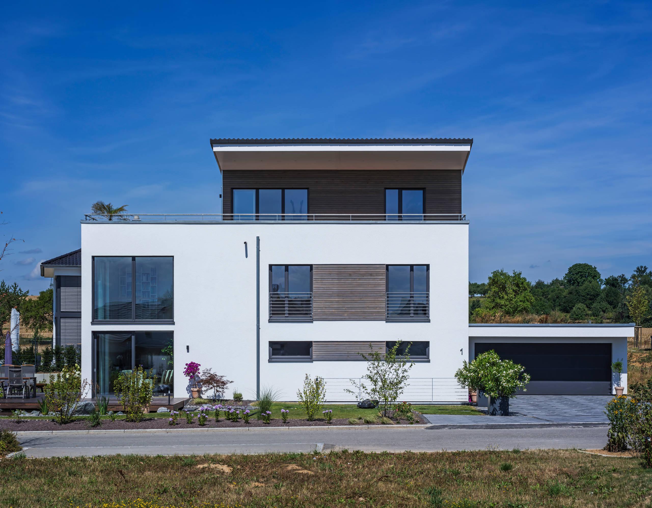 15 Stunning Modern Home Exterior Designs That Make A Statement on Modern House Ideas  id=35615