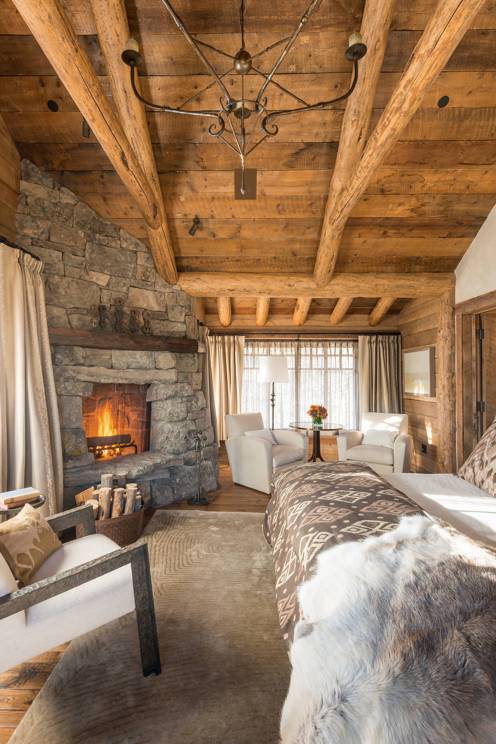 15 Wicked Rustic Bedroom Designs That Will Make You Want Them on Room Ideas For Small Rooms  id=41391