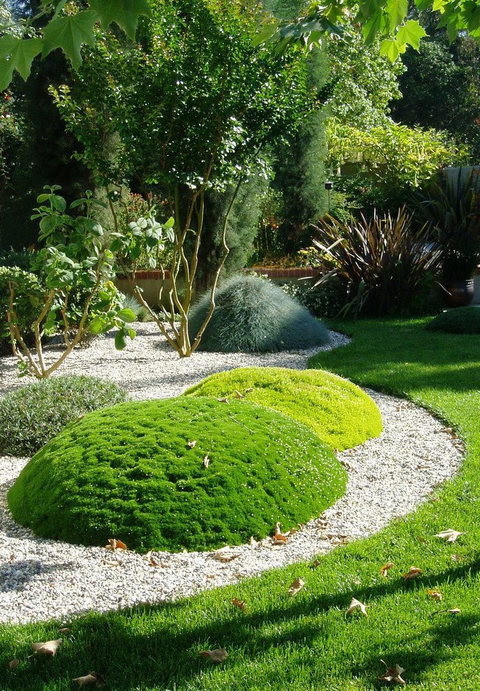 18 Refreshing Eclectic Landscape Designs Every Garden Needs on Backyard Lawn Designs  id=29995