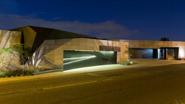 Garage doors in Kloof Road House