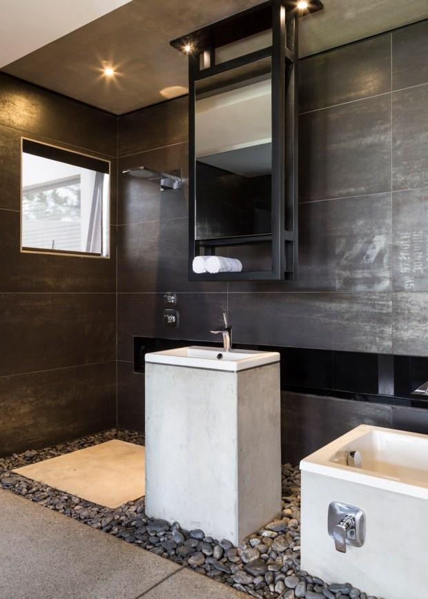 Modern bathroom in Kloof Road House
