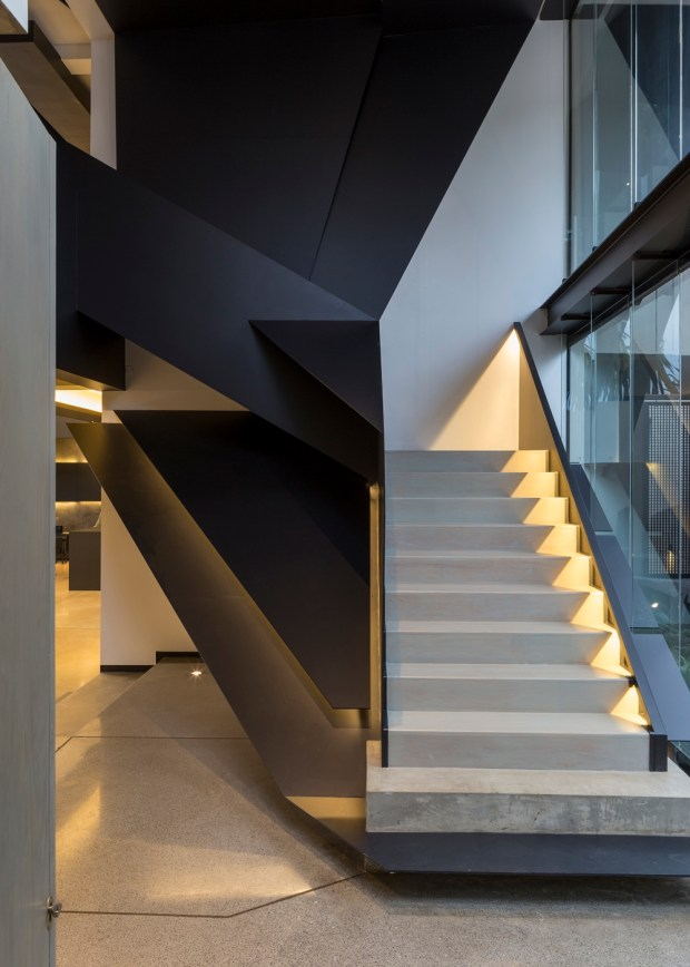 Modern staircase in Kloof Road House