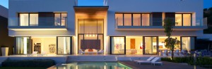 architecture-spectacular-minimalist-house-design-with-terrific-pools-also-exciting-wooden-deck-amazing-luxury-glass-house-design-ideas-1400x463