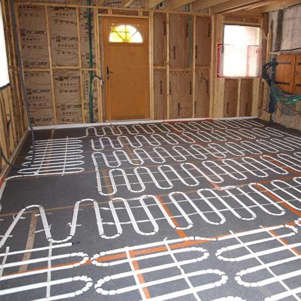 tuyaux de chauffage dans le sol