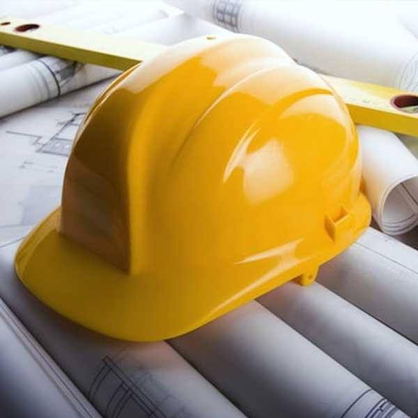 construction-france-maison-neuve-casque-chantier