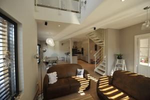 aménagement intérieur d'une maison familiale et moderne avec extension en bois
