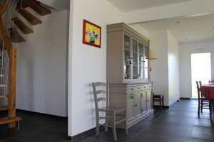 aménagement intérieur d'une maison bois classique avec jardin à la campagne