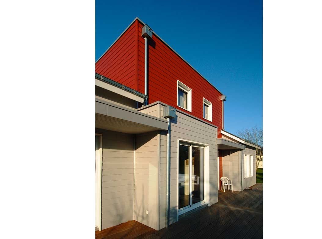 reportage-architecturebois-maison-dossier-kit-habitat-wood-house-bois-fenetre-rt2012-jhardie