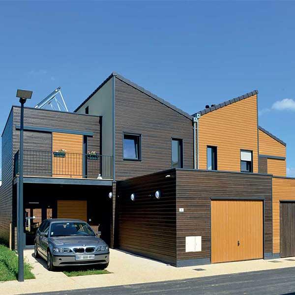maison bois classique avec garage