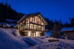 chalet bois moderne et familial dans les montagnes
