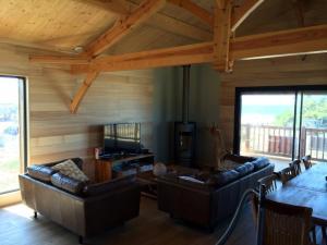 aménagement intérieur d'une maison bois moderne et familial à la plage