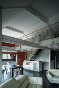 aménagement intérieur d'une maison bois familial avec jardin