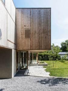 terrasse d'une maison bosi familial avec jardin