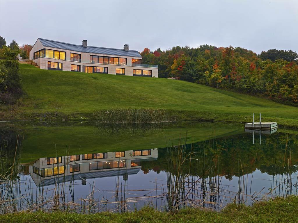 architecture-bois-reportage-canada-ontario-hilltop-house-10