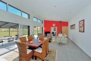 aménagement intérieur d'une maison bois familial à la campagne