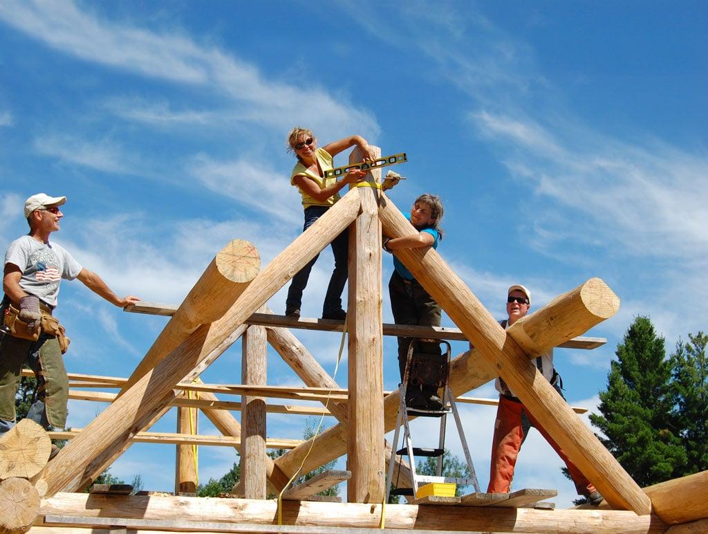 construction d'une maison bois moderne à la campagne