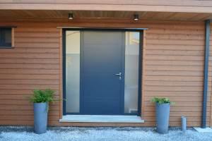 entrée d'une maison bois moderne à la Rochelle