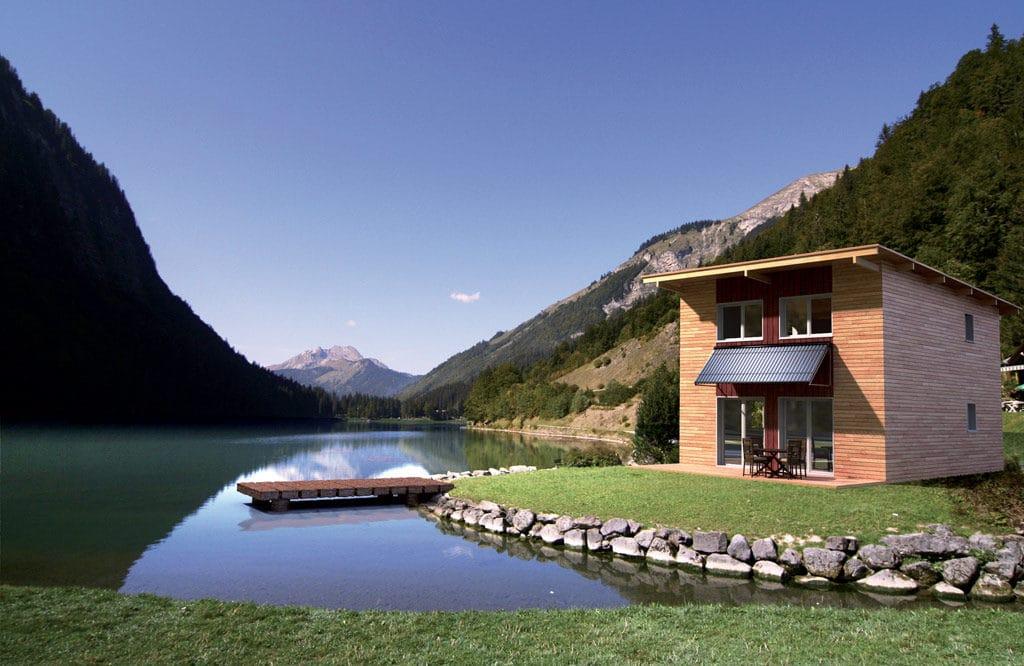 petite maison bois confortable au côte d'un lac