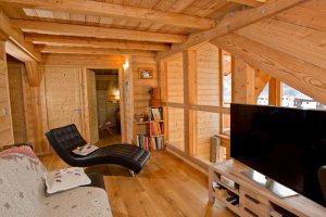 Aménagement intérieur d'un chalet en bois