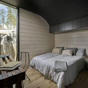 chambre des parents en bois dans maison bois