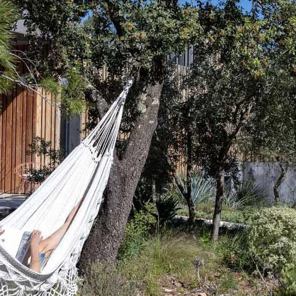 maison en bois avec hamac à Nîmes