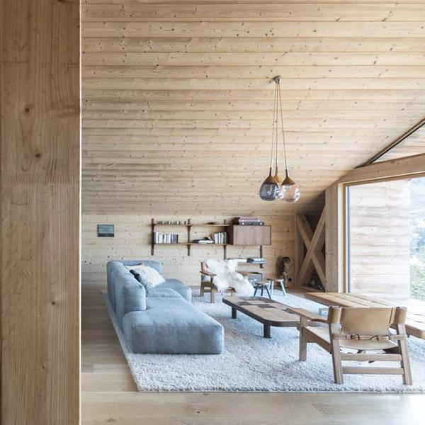 séjour d'un chalet en bois confortable dans la neige