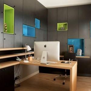 bureau au parquet d'une maison bois avec grande terrasse