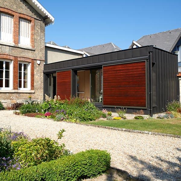 extension bois ultra-contemporaine sur une meulière à Reims
