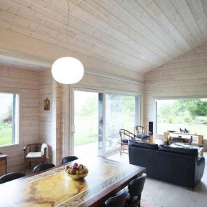 salon en bois dans chalet en Valais