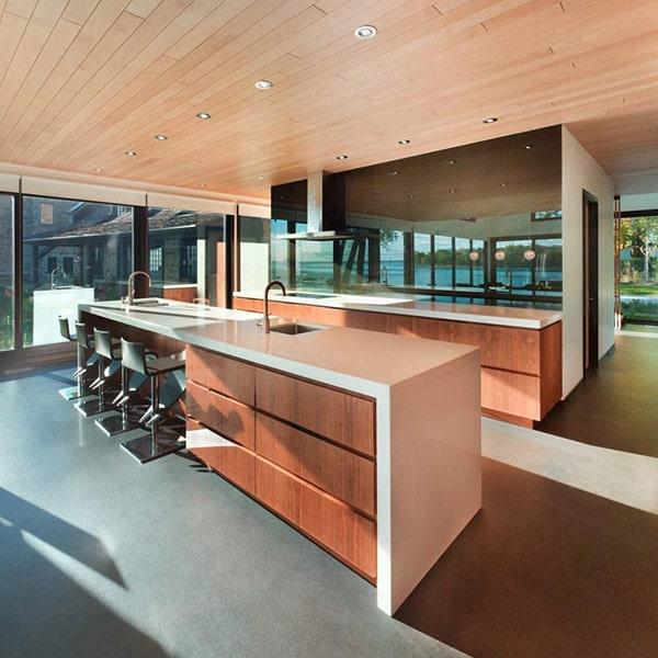 cuisine ouverte en bois dans maison avec extension près de Montreal