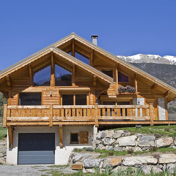 chalet familial en bois dans les Hautes-Alpes