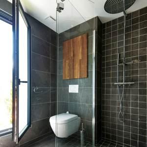 salle de bains au pierre d'une maison bois en Isère