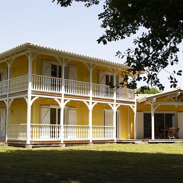 Maison en kit en madriers - Alaya Maisons Bois