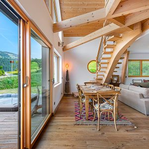 séjour avec galerie en bois