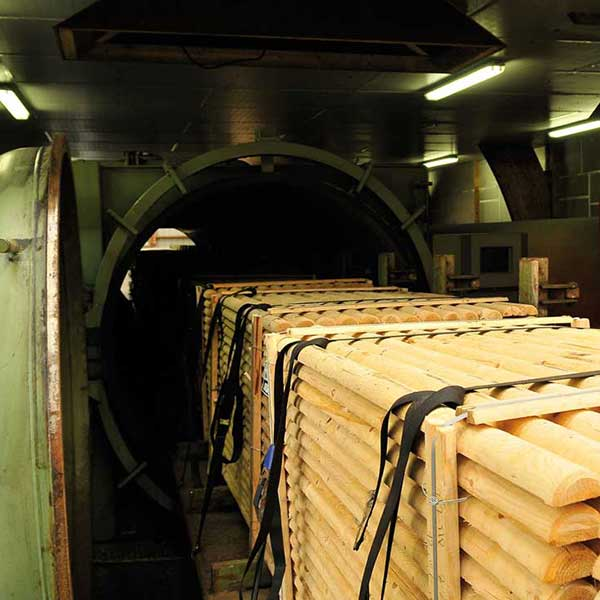 Certifiée depuis plus de vingt ans CTB-B+, certification attestant de la qualité globale du traitement du bois, l'entreprise Protac s'affirme par son approche de l'usinage et du traitement du bois