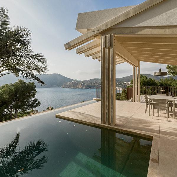 villa méditerranéenne en bois avec vue magnifique