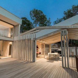 terrasse en bois d'une villa bois