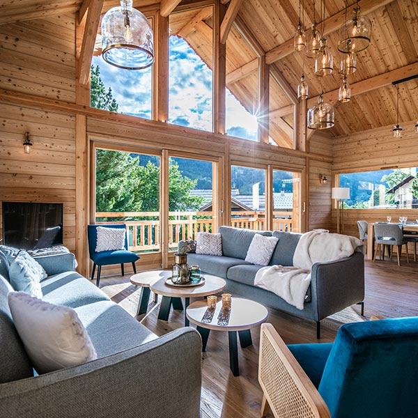 salon design d'intérieur dans maison bois