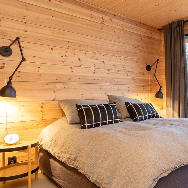 chambre des parents dans maison bois