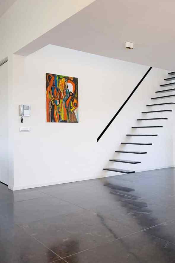 minimalist floating staircase on Houses Kempeneers from Klaarchitectuur