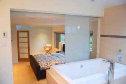 Segev - Bathroom in Bedroom