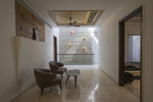 21 Light flowing in interior spaces